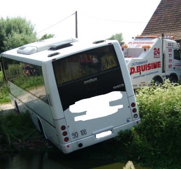 Bus dans une mare - Garage BUISINE Lille
